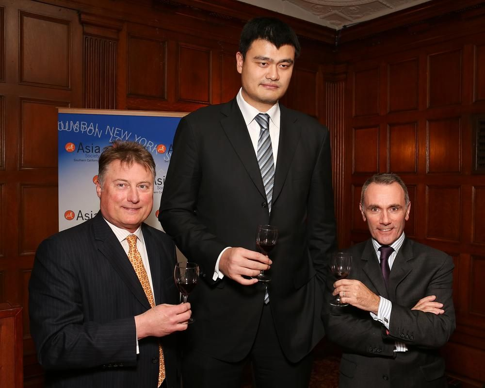 20 Photos That Put Massive Former Nba Star Yao Mings Size Into