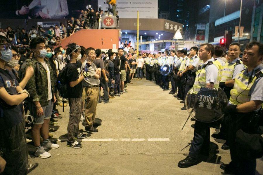 Dez maneiras de entender o Movimento Ocupar Central em Hong Kong   #DesobediênciaCivil, #HongKong, #LeungChunying, #MovimentoGuardaChuva, #MovimentoPródemocracia, #Nãoviolência, #Ocupação, #OcuparCentral, #Zhongnanhai
