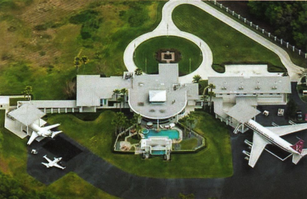 Greystone Airport Florida John Travolta Arsitektur Rumah Besar