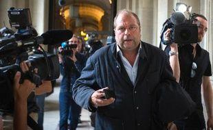 L'avocat français Eric Dupond-Moretti à son arrivée au tribunal à Paris pour une audience de son client Abdelkader Merah, frère de Mohamed Merah, le 9 septembre 2012