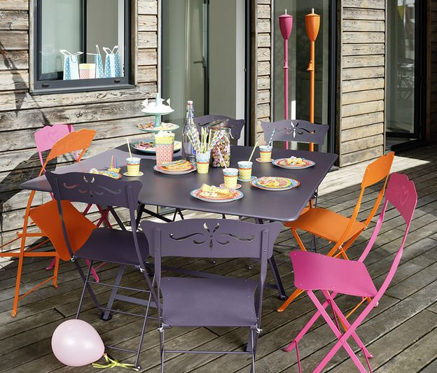 Fermob - Salon de jardin - Table Cargo Prune, chaises Bagatelle ...