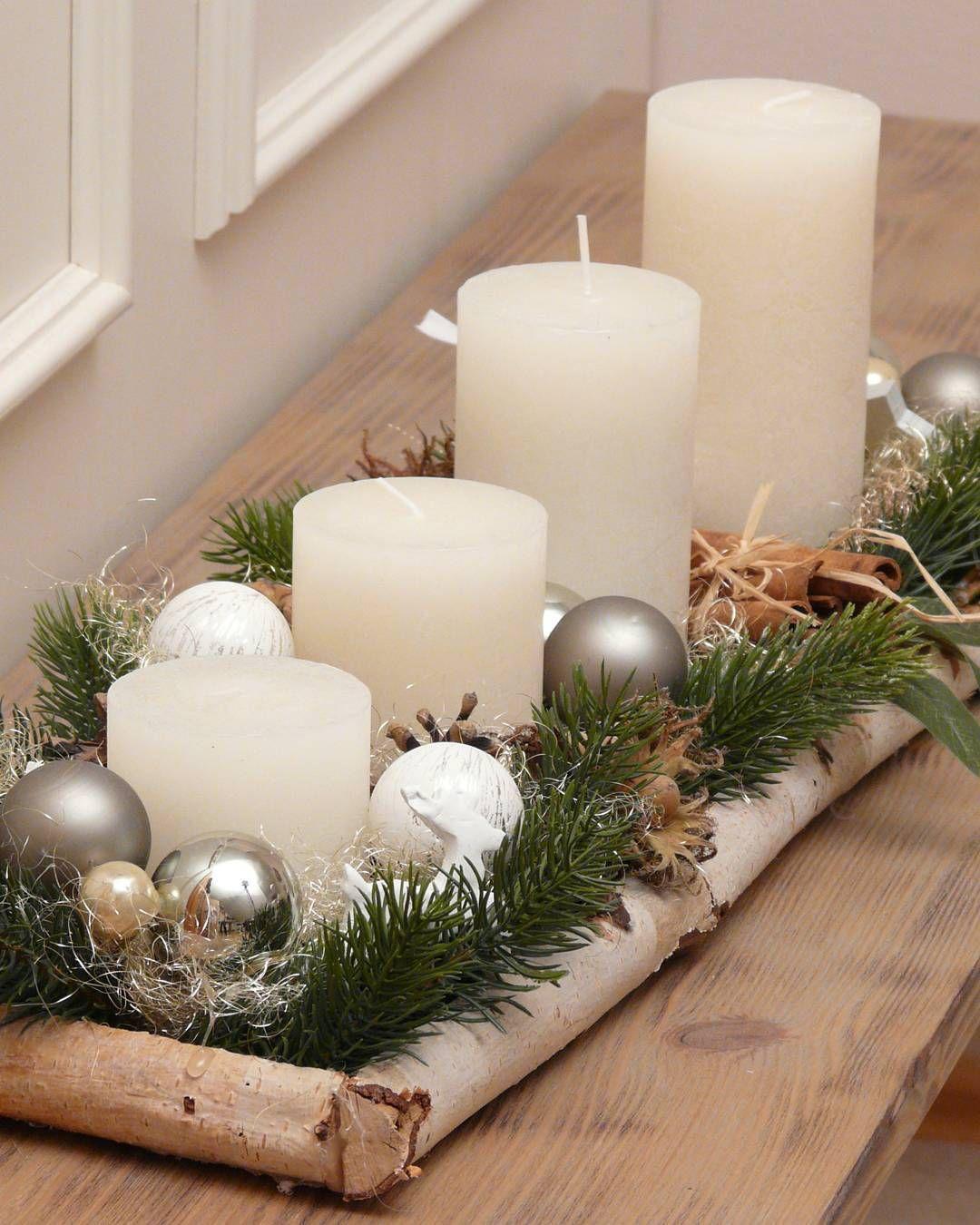 Weihnachten Kerzen Im Schnee Mit Bunten Kugeln Kerzen Advent