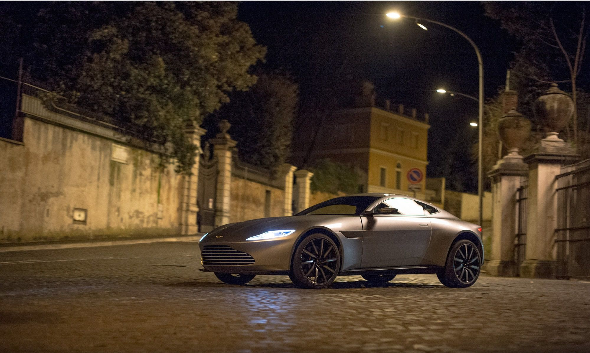 James Bonds Aston Martin DB That Was Used In The Latest Bond - Aston martin price used
