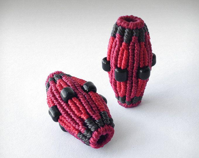 Guarda gli oggetti unici di ThousandKnots su Etsy, un mercato globale del fatto a mano, del vintage e degli articoli creativi.