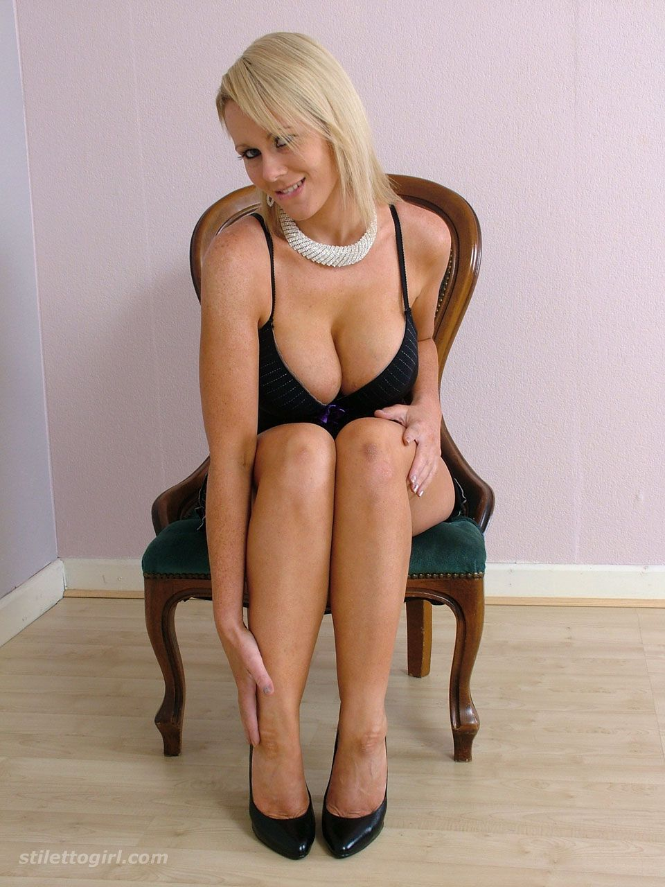 leg/feet rubs! great start to learn to know her! | i can imagine a