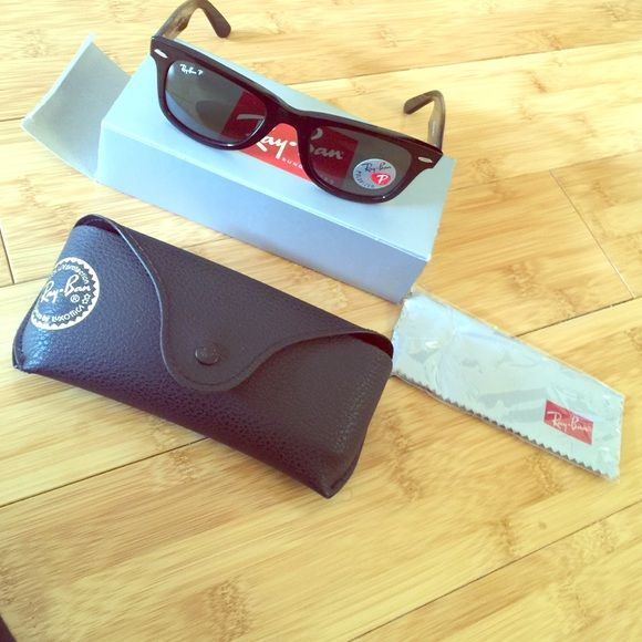 Brand new polarized RayBan Wayfarer‼️ 100% authentic, brand new everything included.. Case, cloth, box. Polarized, black frames Ray-Ban Accessories Sunglasses