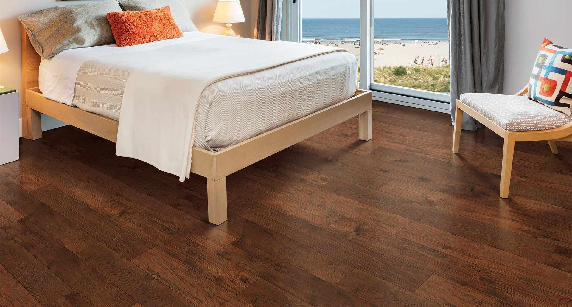 A twist on a classic hickory with contrasting rich, auburn colors, Pergo's  Colorado Hickory