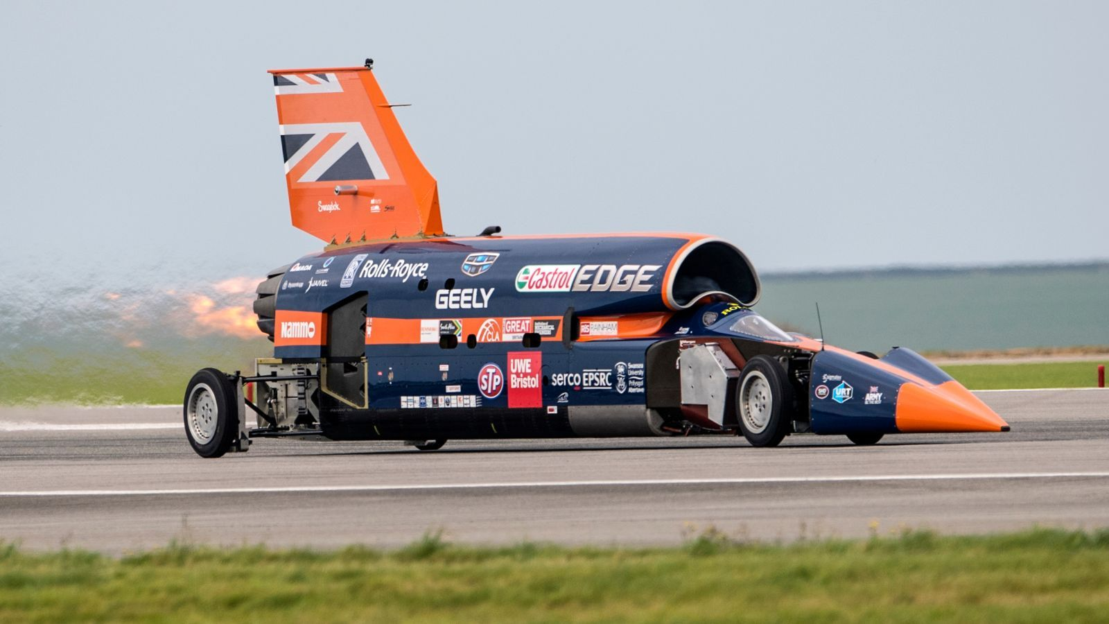 The Bloodhound Supersonic Car Project Is Back On And Going For The Land Speed Record Car Projects Car Bloodhound
