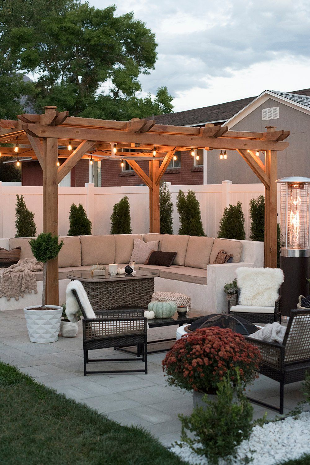 Transitioning the Backyard for Fall - Room for Tuesday Blog #pergolapatio
