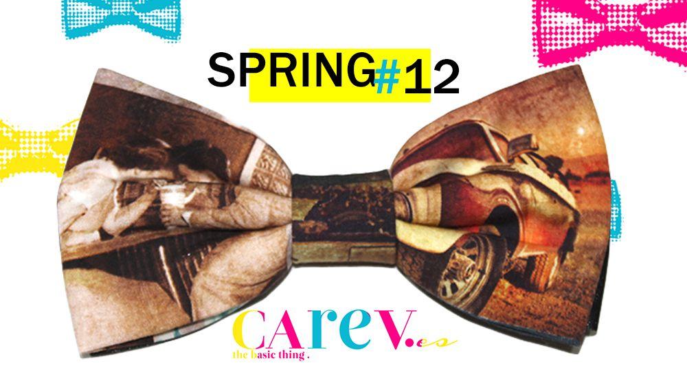 pajarita estampada vintage con tonos ocre y marrones. Todo al estilo de los años 50-60. Una manera original de vestir en esta primavera-verano.