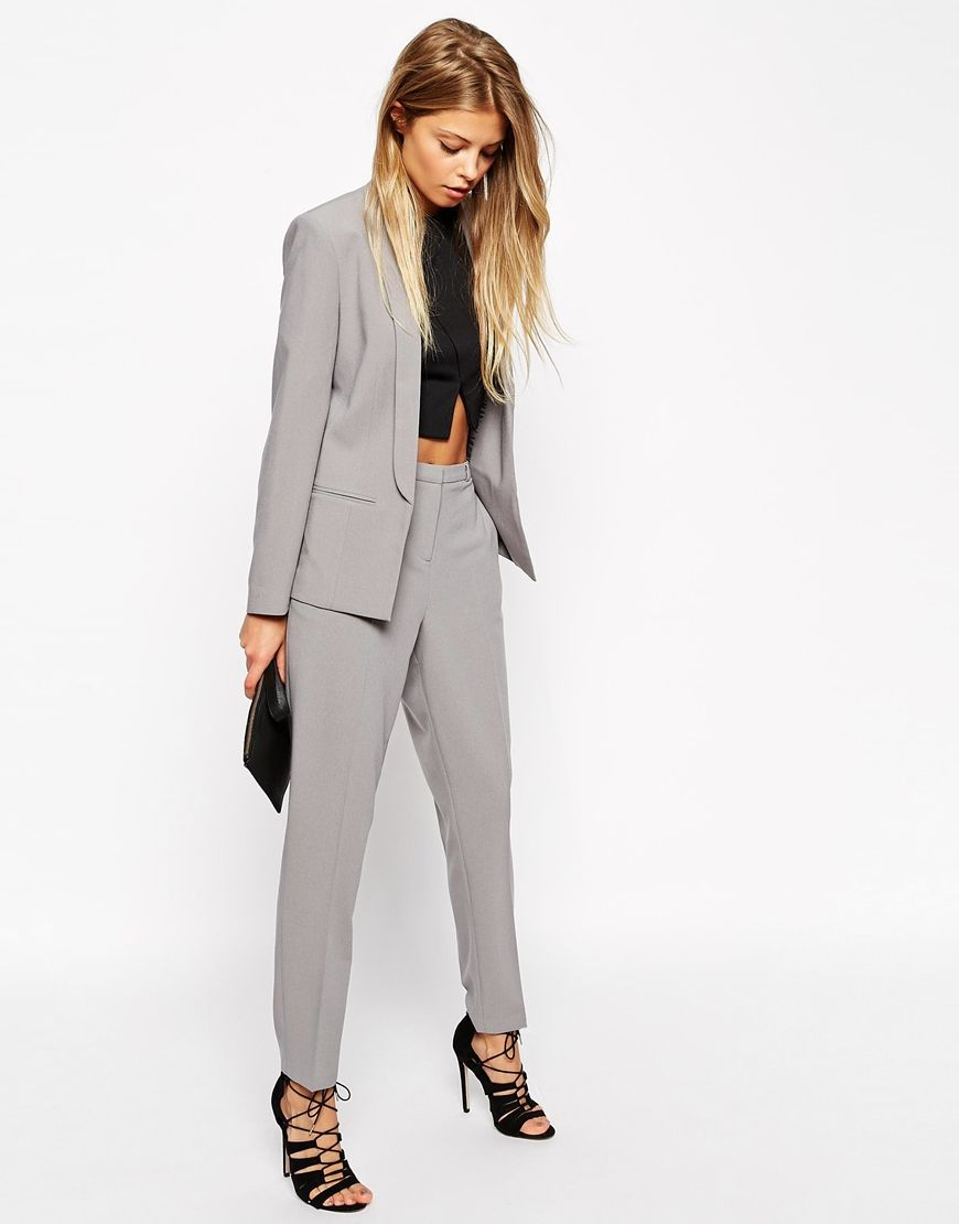 I'm thinking I'll wear a grey suit with silver details for New Year. A classy and elegant outfit if you don't feel like wearing a dress. Find the blazer here: http://asos.do/DatZbB