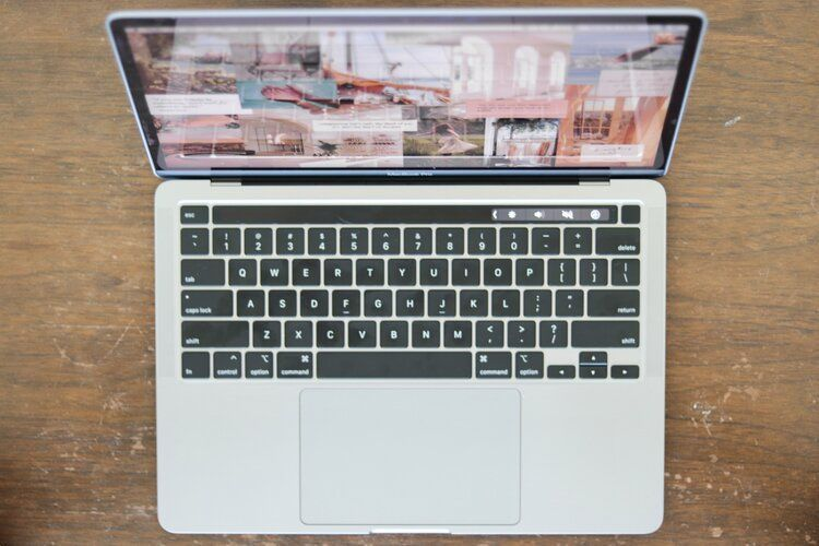 Macbook Pro 2020 13 Zoll Mit Sensorleiste Macbook Pro Tapete Asthetische Vibes In 2020 Iphone Wallpaper Vintage Macbook Pro Wallpaper Nature Wallpaper
