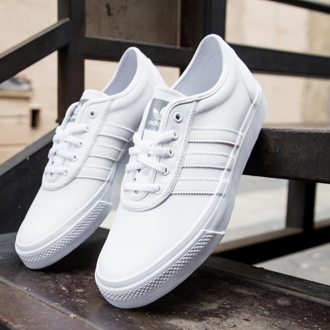 adidas blancas skate