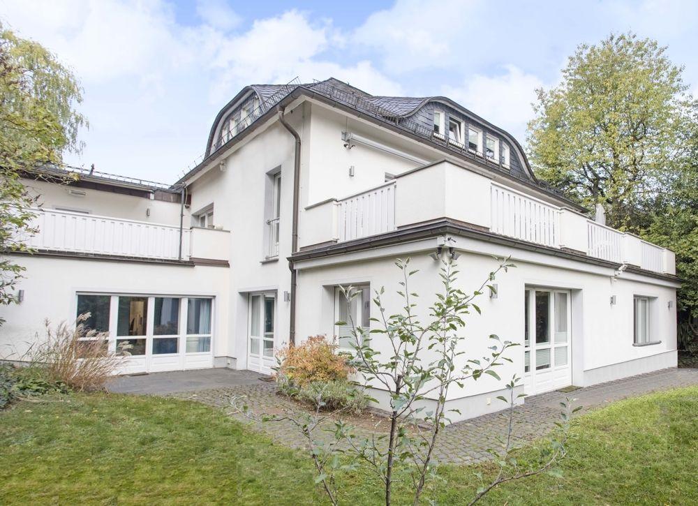 Eingebettete Villa In Familiarer Lage Villa Immobilien Haus