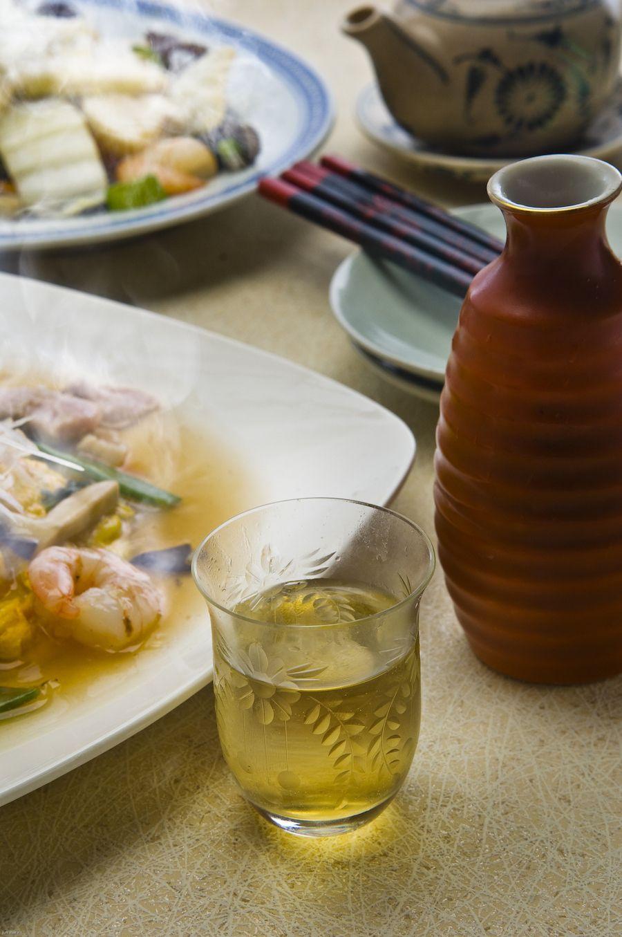 Shaoxing. Dat kun je best uitspreken. Doe maar: sha-o-sjing. Kook je graag Aziatisch, dan gaat deze Chinese rijstwijn jouw nieuwe favoriet worden.