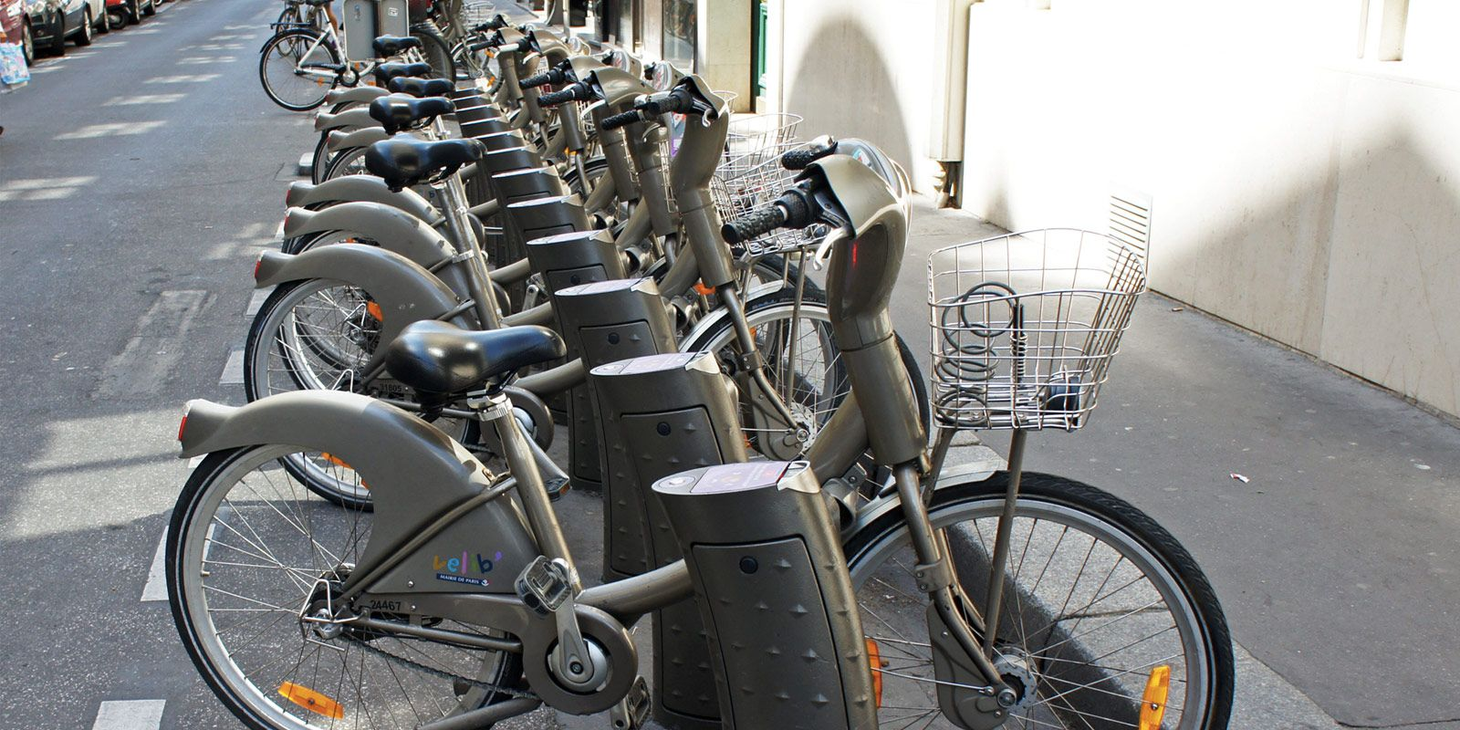 How To Use The Paris Velib Public Bike Rentals Girl S Paris