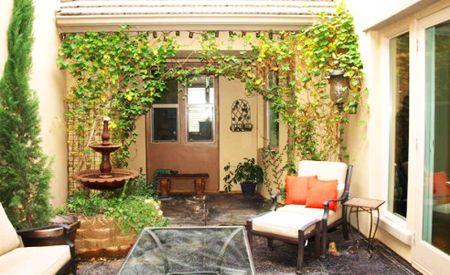 Decorar la terraza el porche el patio el jardin secreto patio interno patios y terrazas - Patio interior decoracion ...