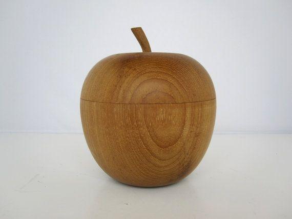 Grosse boite Pomme en bois  Hauteur: 11cm