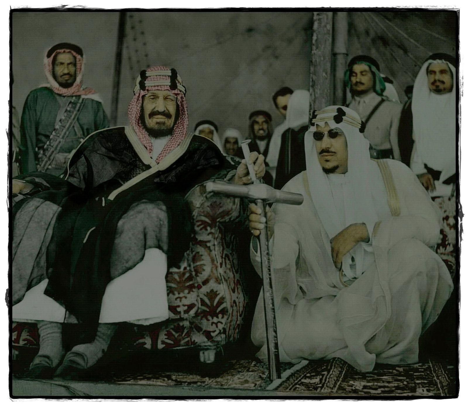 الملك عبدالعزيز والملك سعود بن عبدالعزيز Rare Pictures Saudi Arabia Culture My Images
