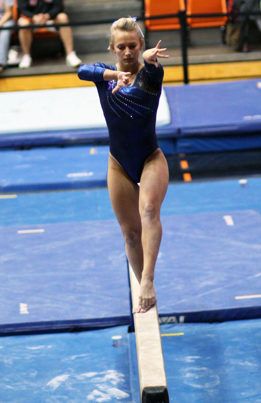 women u0027s gymnastics balance beam college gymnast emily green kyfun