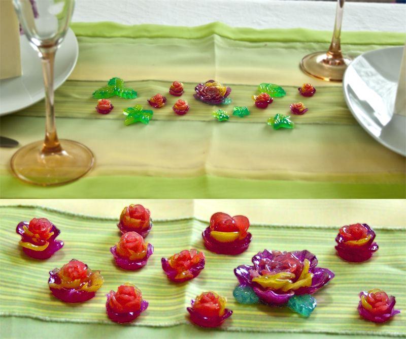 Tischdekoration, gedeckter Tisch, Dekoration, Blumen, Blätter, rot