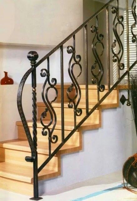 Escalier en fer forge chez moi metal stair railing wrought iron et wrought iron staircase for Escalier en fer forge