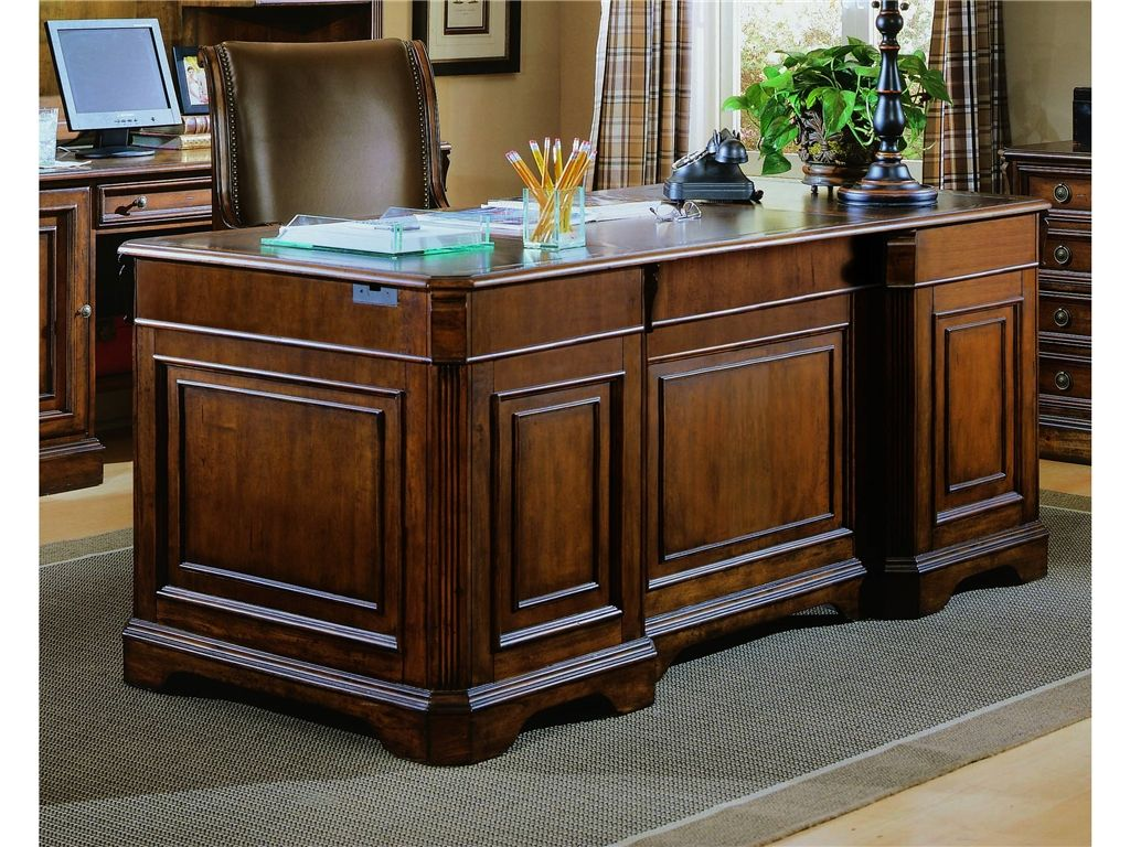 Hooker Furniture Home Office Brookhaven Executive Desk Leather Top  281 10 563