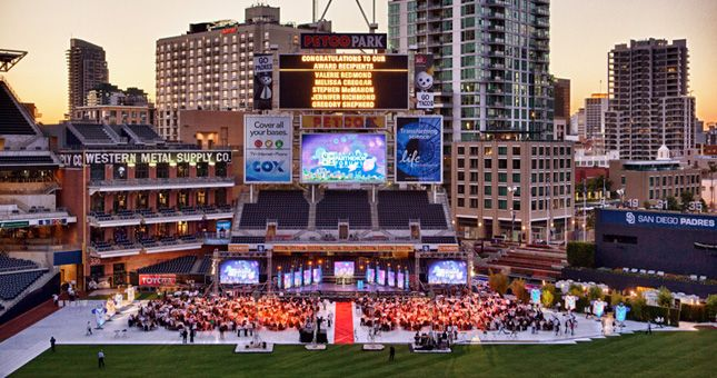 Take In A Baseball Game At Petco Park A Perfect Place To Spend A Sunny Day Or Warm Evening Cheering On The San Diego Petco Park San Diego Padres House Styles