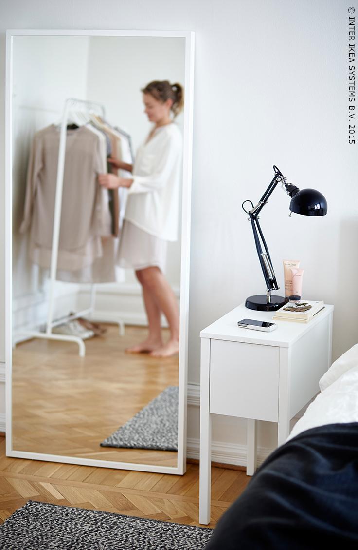 Je smartphone meteen opladen als je thuiskomt. selje nachtkastje ...