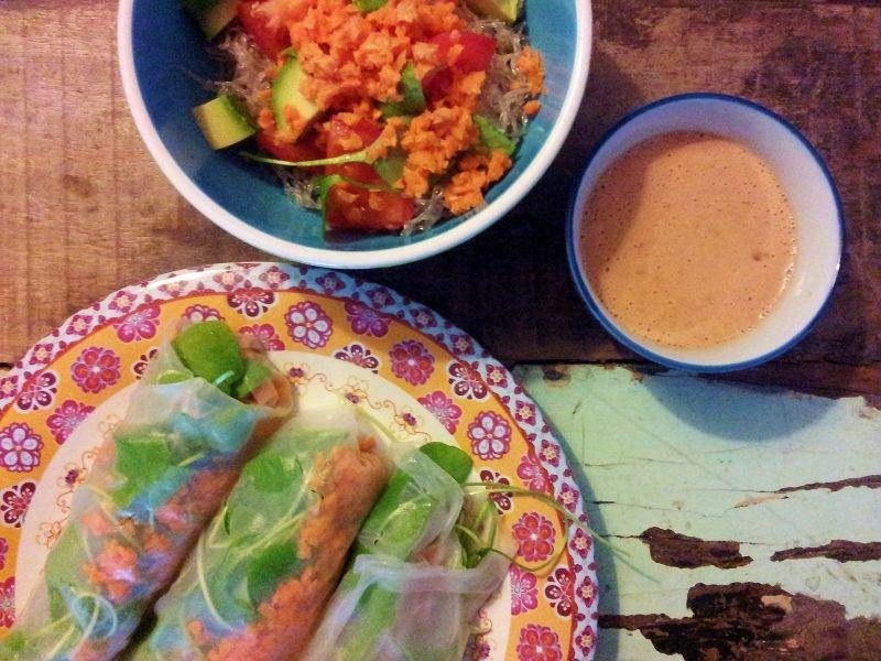 raw vegan ricepaper wraps with kelp noodle salad & peanutsauce - www.irinaverwer.com