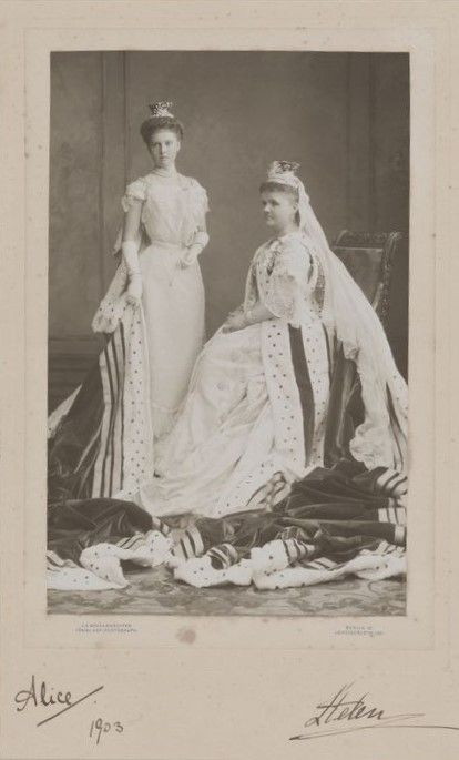 Princess Helen, Duchess of Albany and her daughter Alice, Countess of Athlone, 1903