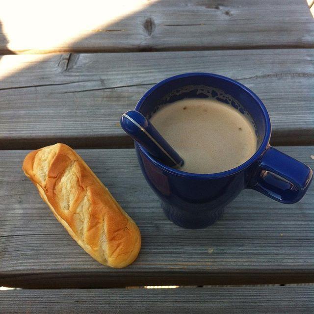 Breakfast. #breakfast #camping #holidays #summer #vacances #HautesAlpes #Vallouise #mesHautesAlpes #montagne #landscape #sweet #cute #huge #amazing #readytogo #capuccino #painaulait #food #foodporn #instafood #instamood #happy #dimanche #boulot