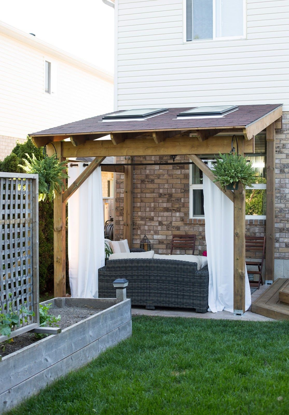 My daily randomness hdblogsquad how to build a for Small patio shade ideas