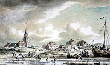 Gezicht op de oude kerk in Scheveningen en een paar huizen aan de Keizerstraat. Op het strand rijtuigen, een paard en wagen, een bomschuit en mensen, oa bij een visafslag. Tekening van P.C. la Fargue