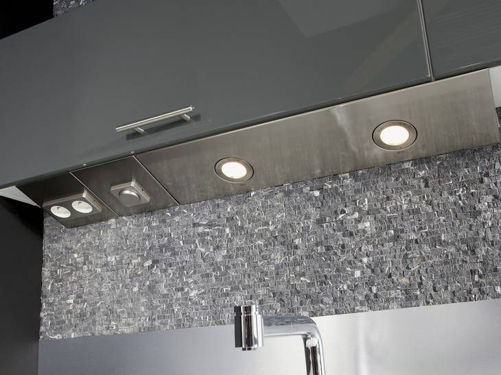 Installation luminaire sous meuble haut cuisine