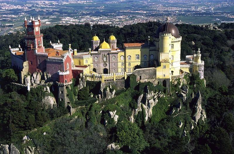 Unescon maailmanperintökohde Sintra on kuuluisa upeista linnoistaan. #Portugal #sintra #castle