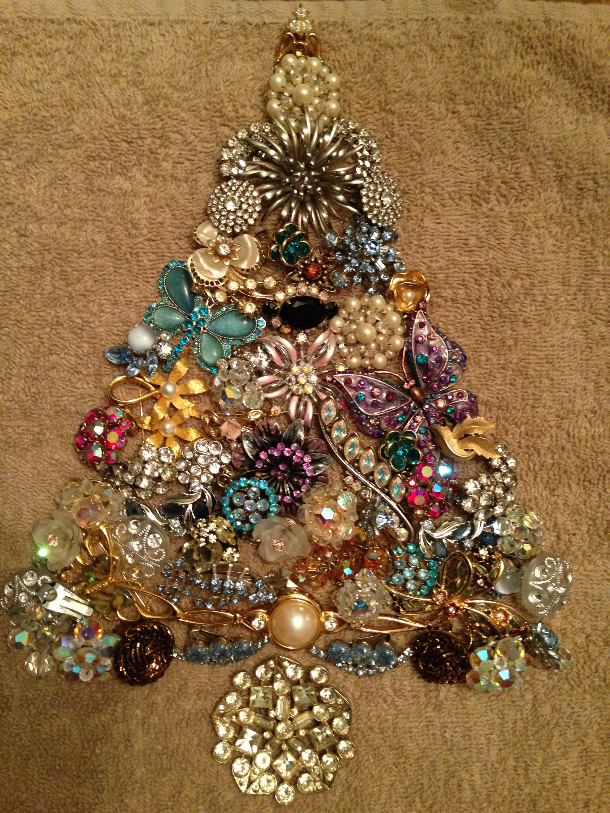 Awesome jewelry Christmas tree! | Jewelry Crafts | Pinterest ...