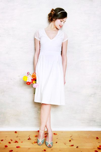 Brautkleid mit V-Ausschnitt BELLA in cremeweiß | Wedding