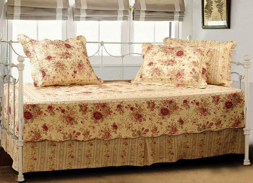 Picture of Stylish Daybed Mattress Cover Exclusive Home