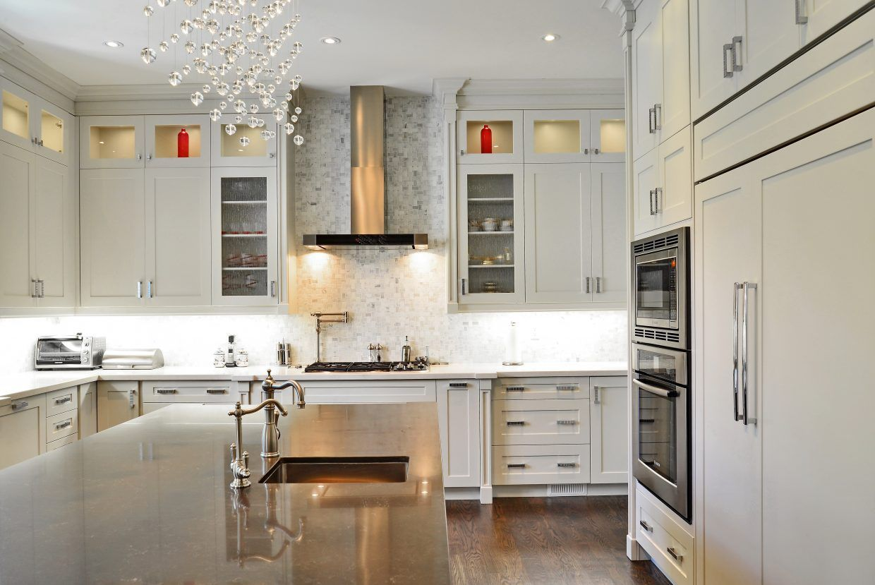 Transitional Selba Kitchens Baths Is A Canadian Based Company Specializing In Custom Kitchen Custom Kitchens Design Kitchen Design Companies Kitchen Design