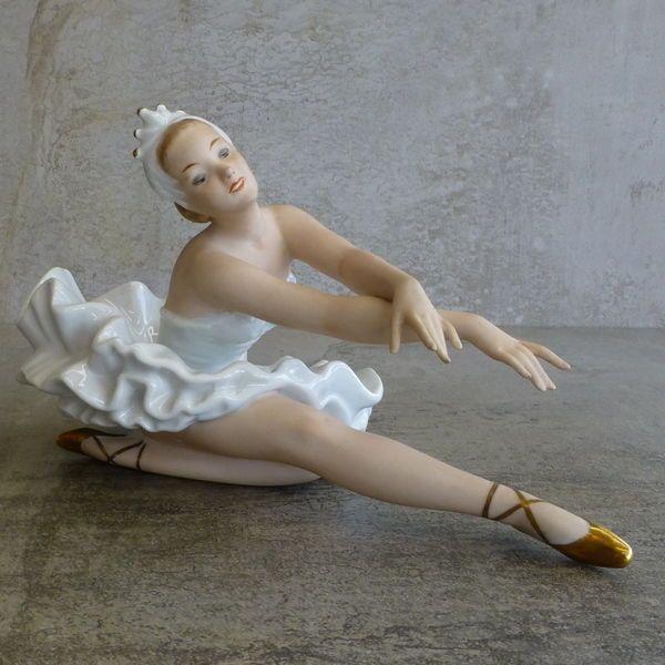 Vintage Porcelain Ballerina Figurine by Wallendorf, East