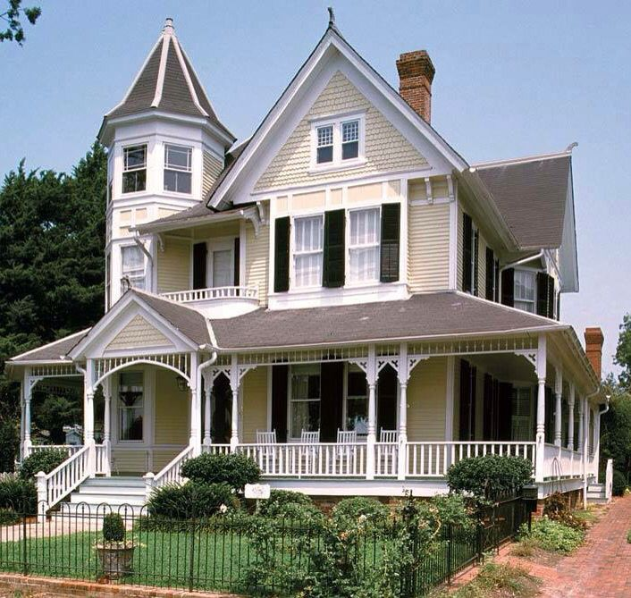 Pretty Victorian Style House Queen Anne House Victorian Homes Victorian Style Homes