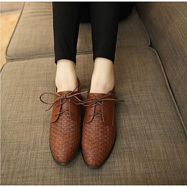 Brown oxford women's shoes for a more alternative look! Is it for you? Click to see more details.