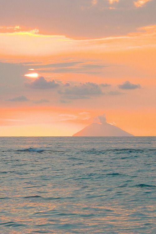 digitalexrth:    Tramonto sul vulcano    Lorenzo Clematis