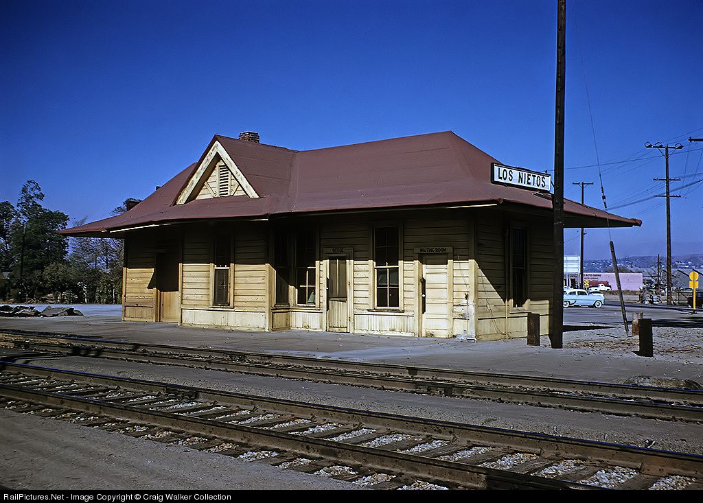 RailPictures.Net Photo: Atchison, Topeka & Santa Fe (ATSF) Station at Whittier, California by Craig Walker Collection
