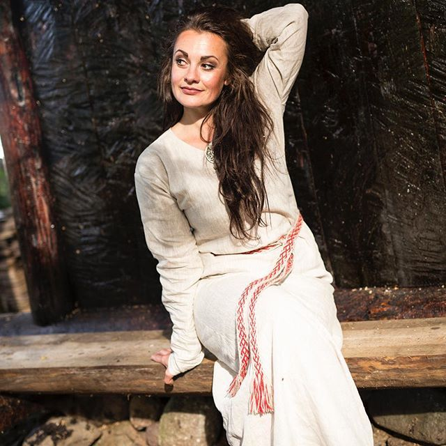 #vikings #vikingklær #sommerkjole #linen #norway #norge #nordicinspiration #norskdesign #norsksommer #norse #valkyrie #sustainable #klesdesign #vikingkjole #brikkebånd  #levlandlig