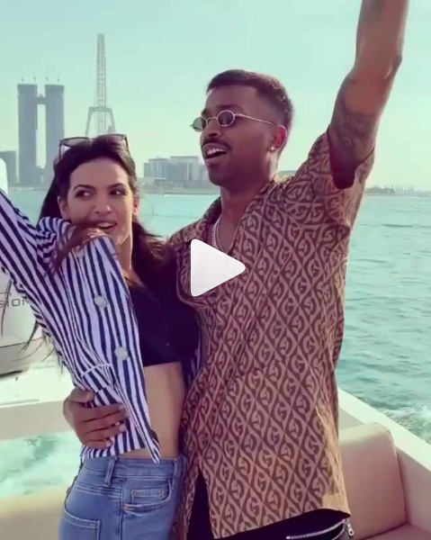 Hardik Pandya And Natasa Stankovic Give A Pleasant Surprise To Fans With Their Engagement In Dubai Hungryboo In 2020 Cricket Sports Best Funny Videos Wedding Music