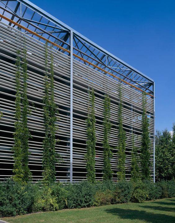 Parkhaus Siemens Ag Erlangen Germany Hupfauf Thiels Architekten Bda Parking Building Green Facade Green Roof