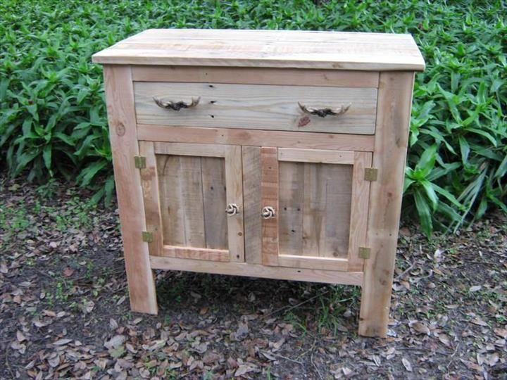 pallet-side-board-or-mini-cabinet.jpg (720×540)