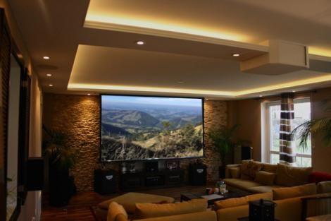 Heimkino im Wohnzimmer Dual-Lösung mit Fernseher, Beamer und Dolby ...